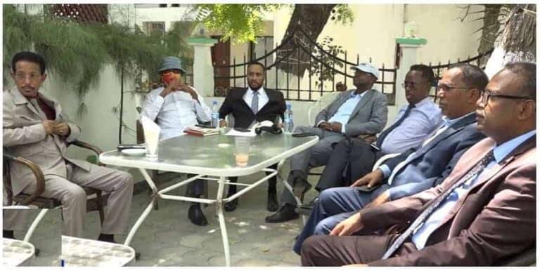 Siyaasiyiinta Waqooyi oo Farmaajo ku eedeeyay inuu farageliyey Guddiyada Doorashada Somaliland